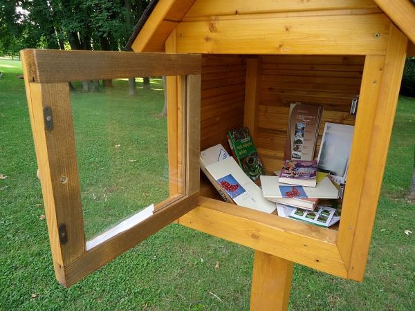 Knihobudka v parku u Budatínského hradu v Žilině | FOTO: Martin Prokop