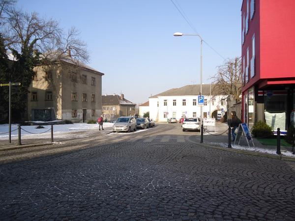 V Sokolské uilci v úseku mezi křižovatkami s ulicemi Úzká a Pražská vznikne 20 parkovacích míst pro rezidenty i nerezidenty | FOTO: Martin Prokop
