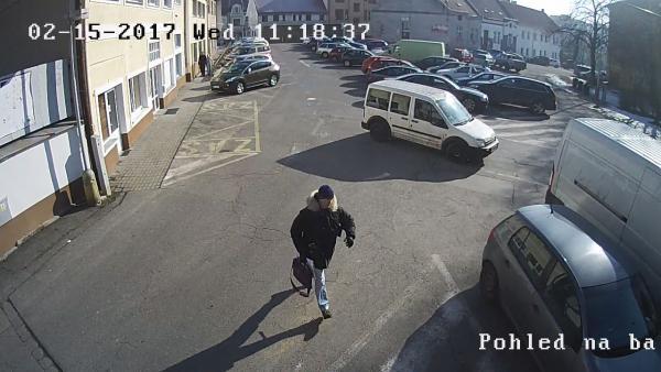 Kolínští policisté pátrají po tomto muži | FOTO: Policie ČR