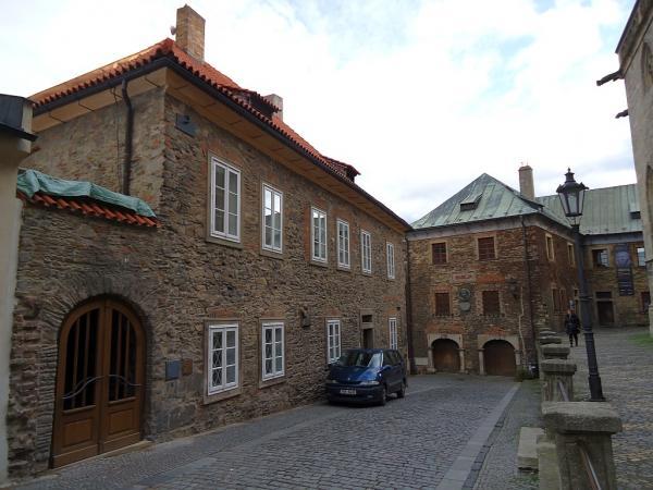 Vchod do komunitního centra (vlevo) v budově římskokatolické fary | FOTO: Martin Prokop