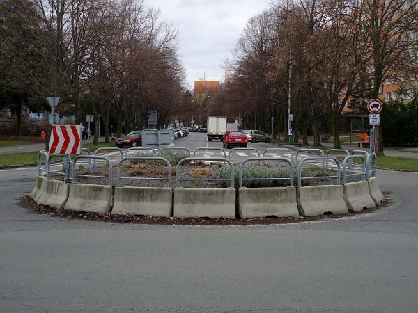 Okružní křižovatka mezi ulicemi Masarykova a Benešova | FOTO: Martin Prokop