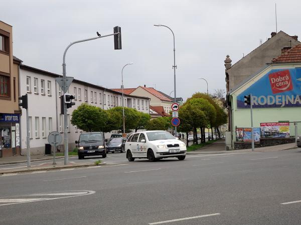 Pražská ulice, rekonstrukce by měla probíhat od pošty směrem k Modrému bodu (na snímku) | FOTO: Martin Prokop