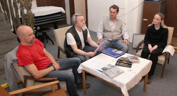 Přítomní autoři. Zleva – Rosťa Gregor, František Tylšar, Jiří Břešťák a Morell Yeneldar. | FOTO: kronikaveseli@gmail.com